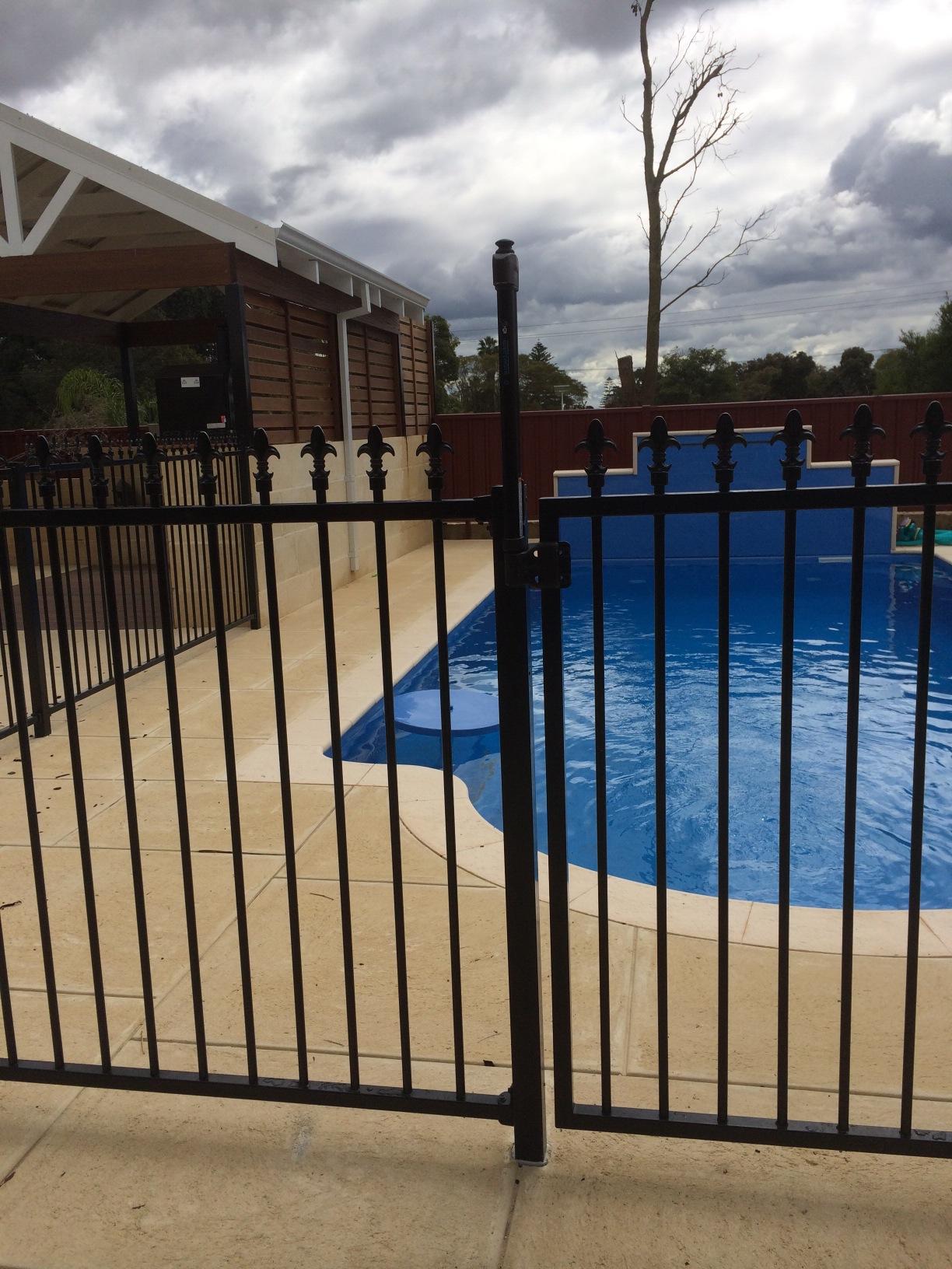 Installing Pool Fencing Panels